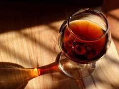 Αλκοολούχο ποτό «ΚΟΝΙΑΚ» χύμα 500ml